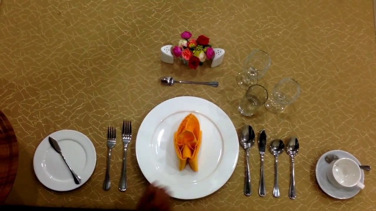 Charmant Table Setting American Style IV