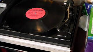 Играем и слушаем виниловые пластинки на стереопроигрывателе(Съемка реальнодействующего стереопроигрывателя и воспроизведение виниловой пластинки в качестве пометки..., 2014-12-15T09:24:26.000Z)