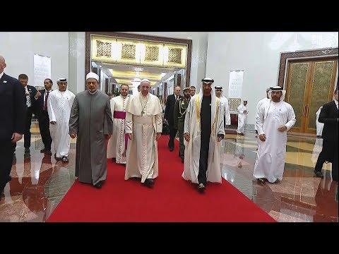 البابا فرنسيس يصل إلى الإمارات و محمد بن زايد في مقدمة مستقبليه