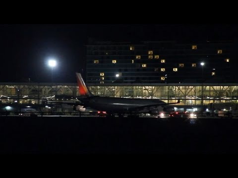 Philippine Airlines Makes An Emergency Landing At YVR