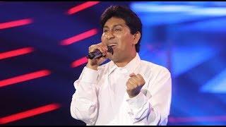 Guillermo Dávila cantó