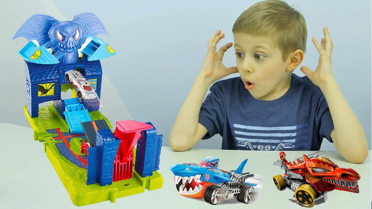 Машинки Хот Вилс АТАКА ЛЕТУЧЕЙ МЫШИ  Hot Wheels City Bat Manor Attack and Street Beasts