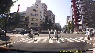 横浜市中区長者町一丁目交差点歩道の謎の事故の瞬間 thumbnail
