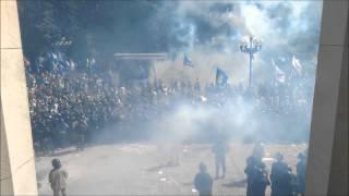 ウクライナ国会前、デモ隊の投げた手りゅう弾が爆発(47秒過ぎ)