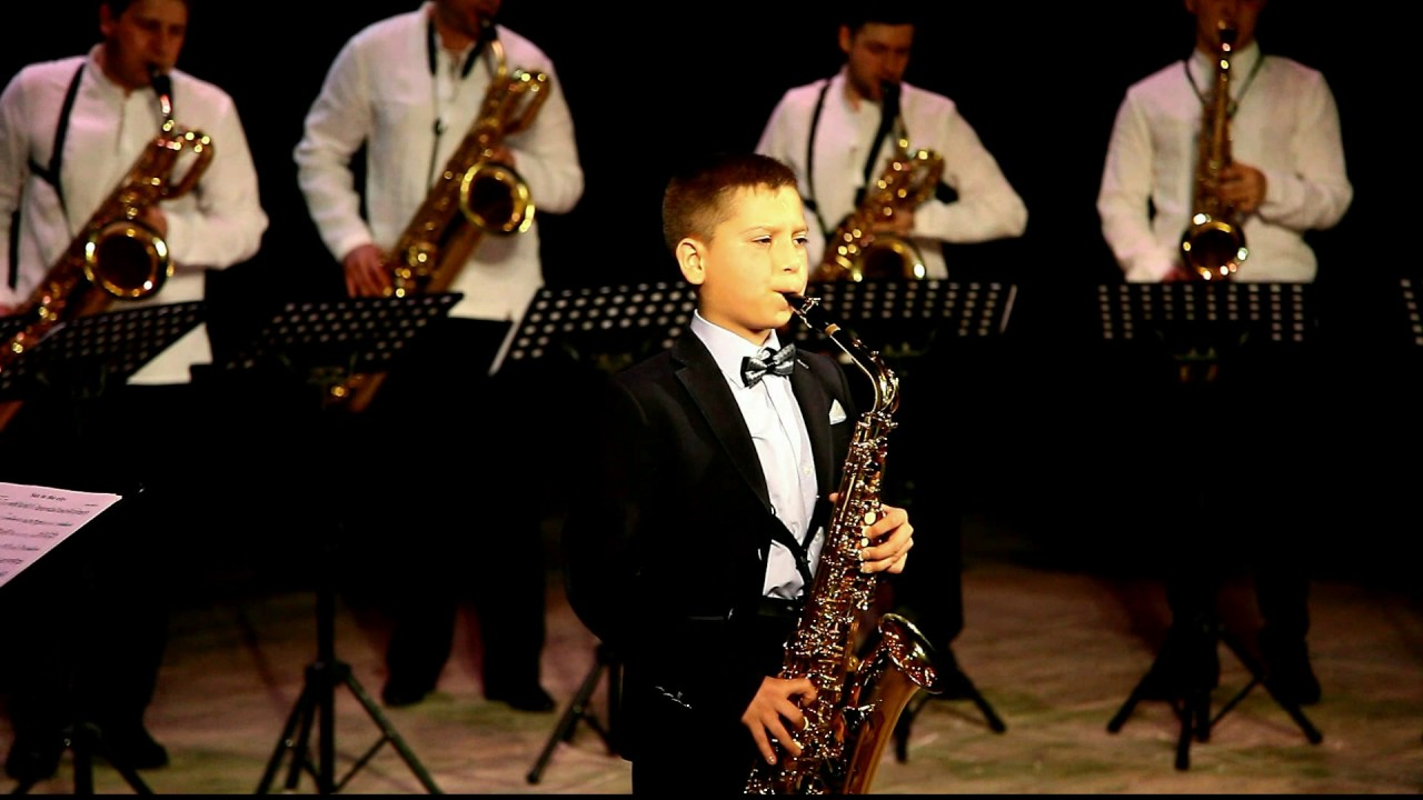 Volodymyr Panasiuk & Ukrainian Saxophone Ensemble - A.Crepin - Sax in the city