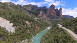 De roc et d'eau. Les Pyrénées en drone.