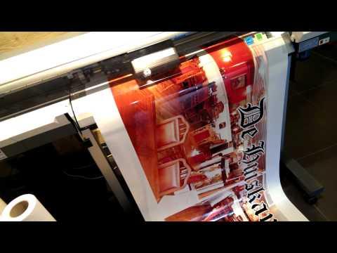 cartribal.nl video demo van het printen van een groot formaat sticker.