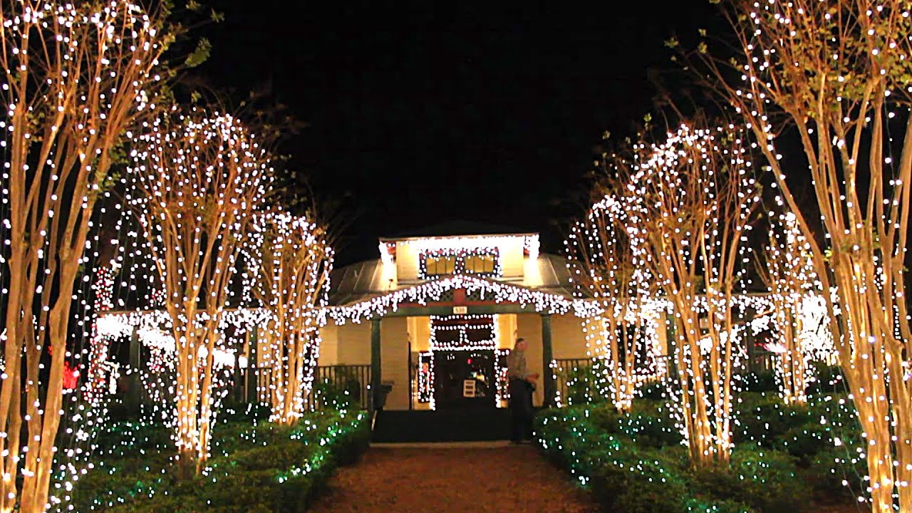 Mount Dora's Magical Christmas Lights - YouTube