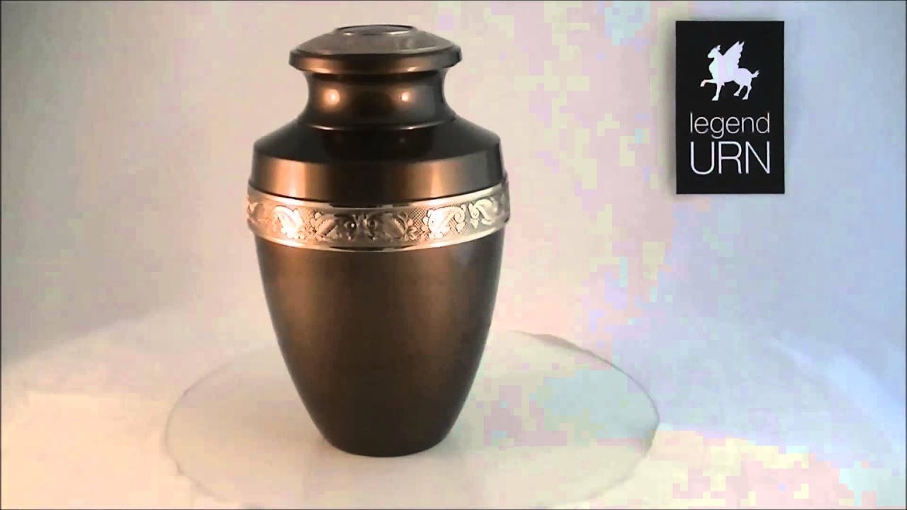 legendURN messing urn brass mässing urna urne funéraire laiton ...: https://www.youtube.com/watch?v=dNIkeWsLQjk