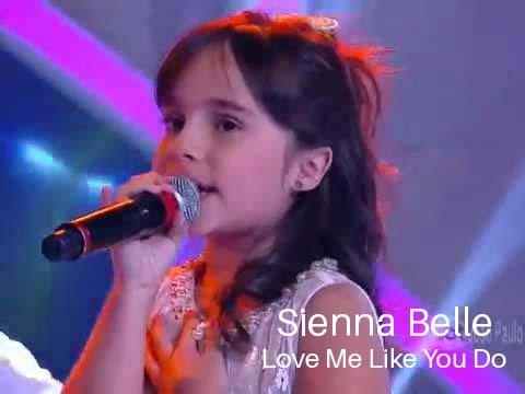 "Little Cute Girl Sienna Belle - ""Love Me Like You Do"" (Ellie Goulding)"