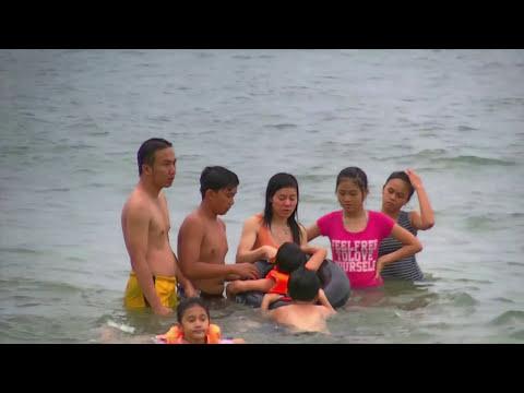 Tắm biển Nha Trang, tháng 7, năm 2011