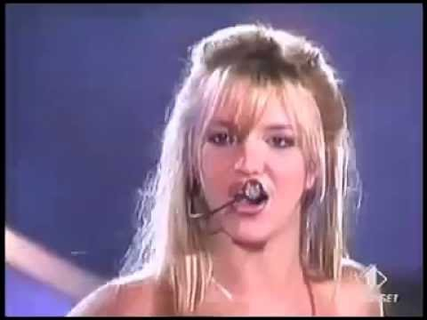 Britney Spears - Baby One More Time - Live @ Festival Bar