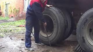 Почему Татьяне смешно менять колесо?