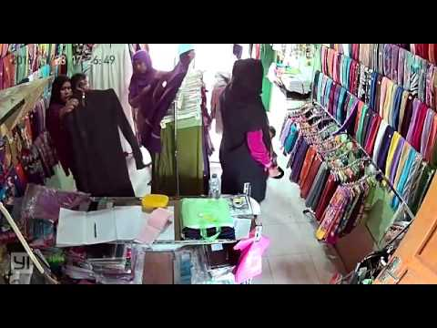 CCTV aksi Komplotan pencuri ibu ibu bawa anak . Lokasi Tegal binangun plaju Palembang (part.1)