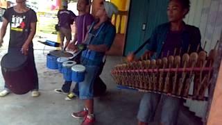 pengamen jalanan menggunakan alat musik tradisional jawa Bandar Jaya Lampung Tengah) jambu alas - Stafaband