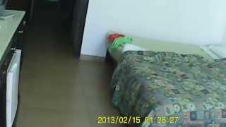 Хургада  Hurghada hotel Mirage уборщик лазит по вещам.