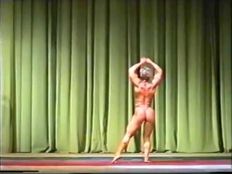 Natalia Bystrova. Guest posing at Bodybuilding Championships of Tatarstan 2002.