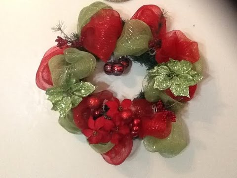Diy how to make deco mesh wreath como hacer una corona - Como hacer coronas de navidad ...
