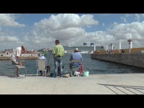 El Britannia atraca en el Puerto de Cartagena