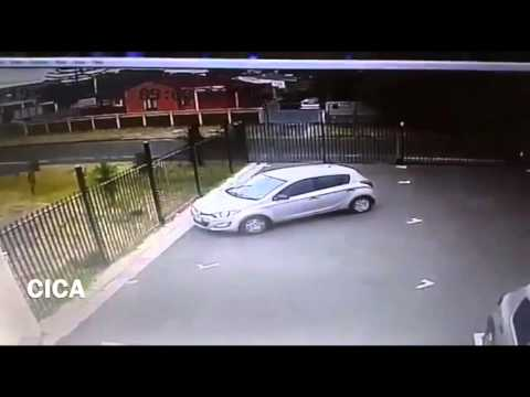 Woman gets mugged on the street in broad daylight in Cape Town South Africa by criminals