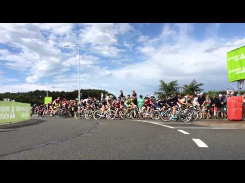 Tour de France 2. Etappe in Burgh Haamstede (Holland) Spitzengruppe mit fast Motorrad Sturz