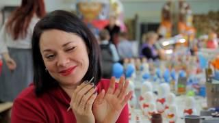 Ксения Никишова пробует себя в роли мастера по росписи матрёшек