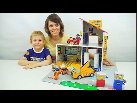 Машинки и Гараж с Автомойкой. Эвакуатор и Автосервис. Ребёнок Даник и мама собирают Гараж - Автопарк