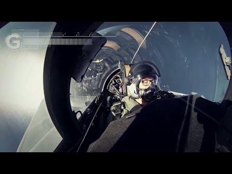 Flying lesson on a Saab JAS 39D Gripen jetfighter – cockpit video - Nyheterna (TV4)