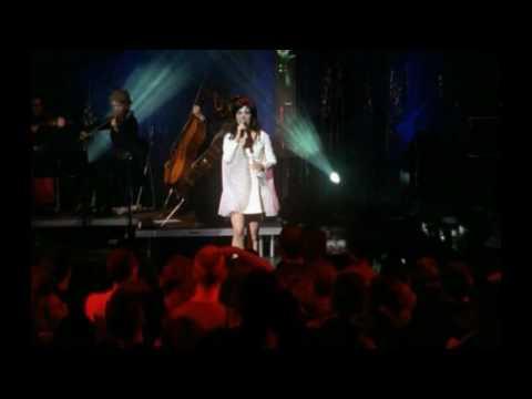 HD Björk  Isobel Cambridge, England 1998