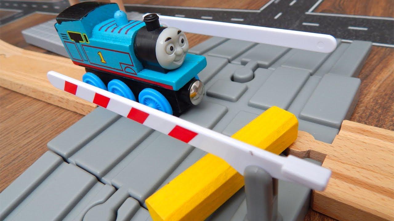 Паровозик Томас и его друзья в Городе Машинок 334 серия: Барьер на перекрестке. Машинки игрушки
