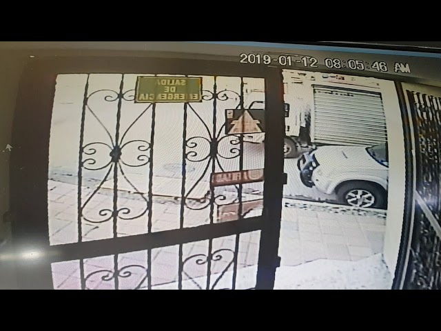 Policía en Armenia se estrelló por no respetar semáforo en rojo www.periodismoinvestigativo.com.co