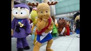 行基広場大屋根完成記念イベントに奈良県内から13のゆるキャラが集合し...