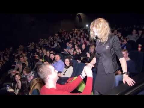 Оригинальное и романтичное предложение руки и сердца в кинотеатре