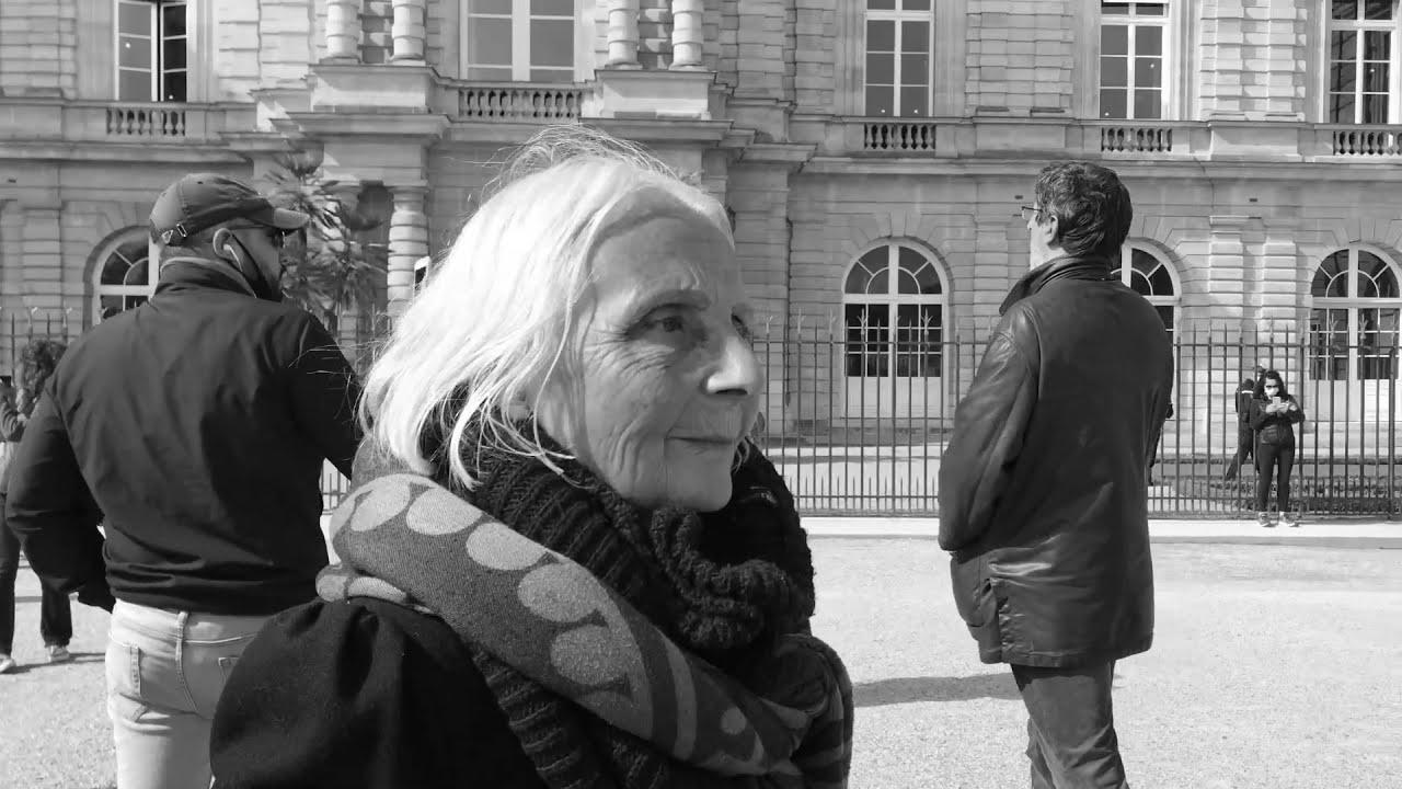 FLASHMOB AU JARDIN DU LUXEMBOURG FACE AU SÉNAT CONTRE L'INSTAURATION DU PASS SANITAIRE