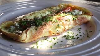 Готовим омлет с красной рыбой, сливочным сыром и капелькой водки