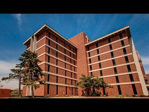 Freshmen Housing - Walker Hall Room Tour