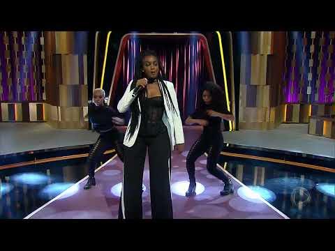 Iza faz balanço de  e solta a voz no palco