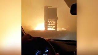 קליפורניה: תושבים נמלטים דרך הלהבות