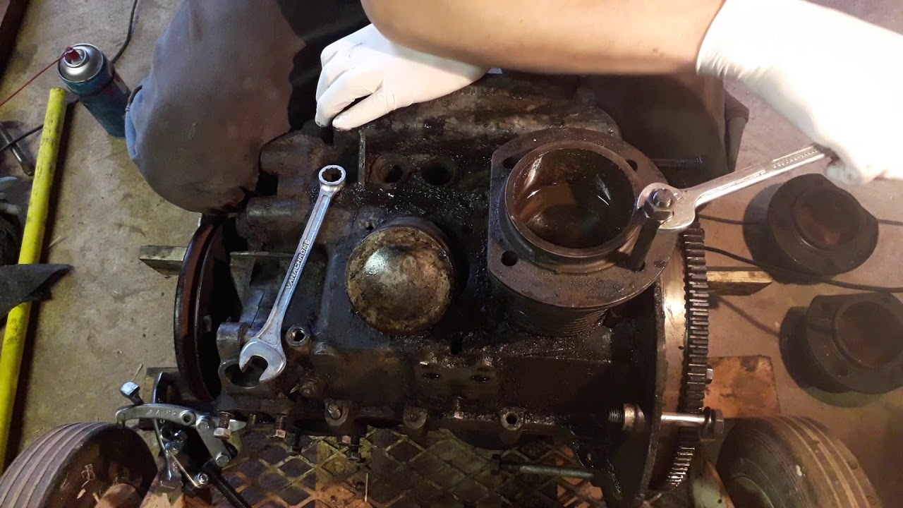 VW Beetle - Cylinder Head Stud Removal