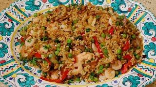 Жареный китайский рис с креветками и сладким перцем