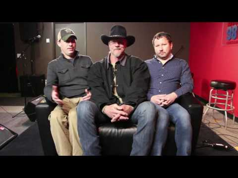 Tiny Couch Interview - Trace Adkins