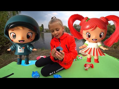ВЛОГ Ярослава учится рыбачить - Улов и распаковка малышей в мороженом   Видео для детей
