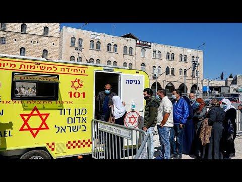إسرائيل تبدأ تطعيم العمال الفلسطينيين حملة التصاريح ضد كورونا…