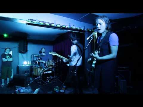 "Scout Niblett - ""Could This Possibly Be?"" [Live at Broadcast in Glasgow - June 21, 2013]"