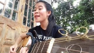 Nữ sinh Tây Nguyên dễ thương - Em nhớ anh- Guitar cover (Joyce Chu)