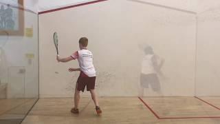 Longline über die Rückwand im Squash