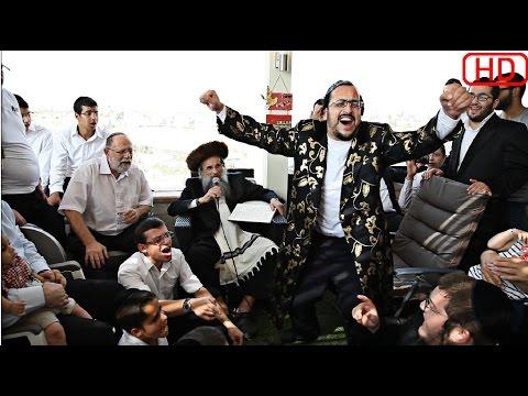 """Lipa Schmeltzer"""" going crazy at a show in Israel #HD# ליפא שמעלצר מופיע בסוכות אצל ר"""" קלמן גולדשמיד"""