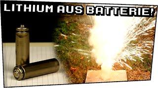 EXPERIMENT / LITHIUM aus einer BATTERIE! / gefährliche Experimente - Techtastisch #70