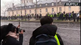 Yellow Vests protesters clash with police in Paris 10th week in a row