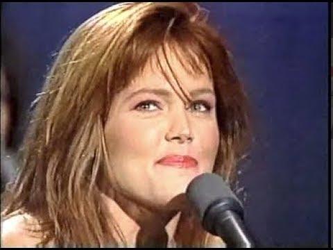 "Belinda Carlisle, ""Heaven Is a Place on Earth"" on Letterman, 10/13/87 (full)"